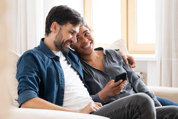 Marido y mujer pasan tiempo de calidad juntos