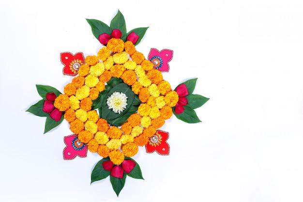 Marigold flower rangoli design para diwali festival, decoración de la flor del festival indio