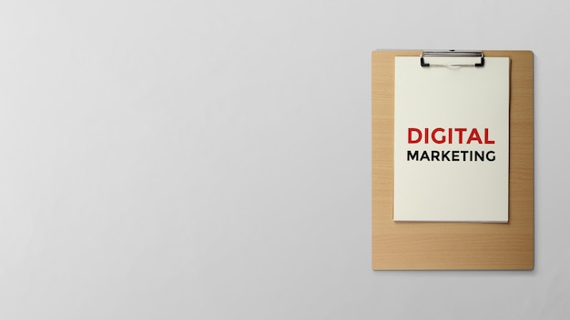 Marketing digital escrito en portapapeles.