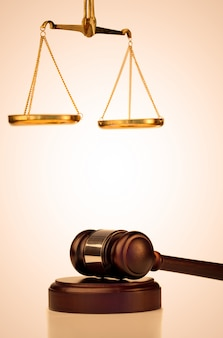 Martillo fijo y escala de justicia