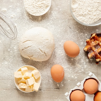 Masa harina huevos y gofres sabrosos