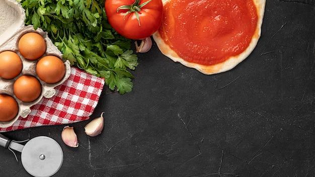 Masa de pizza e ingredientes