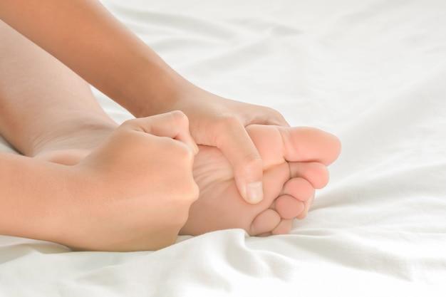 Masaje de pies en mujeres