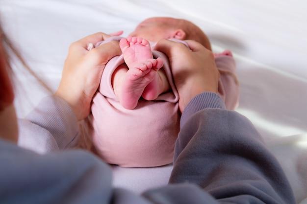 Masaje para recién nacido contra el dolor abdominal