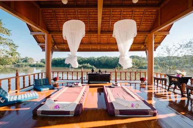 Masaje tailandés de lujo en el pabellón.