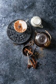 Masala chai con ingredientes