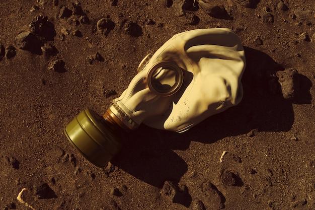Máscara antigás de protección, guerra y armas químicas.