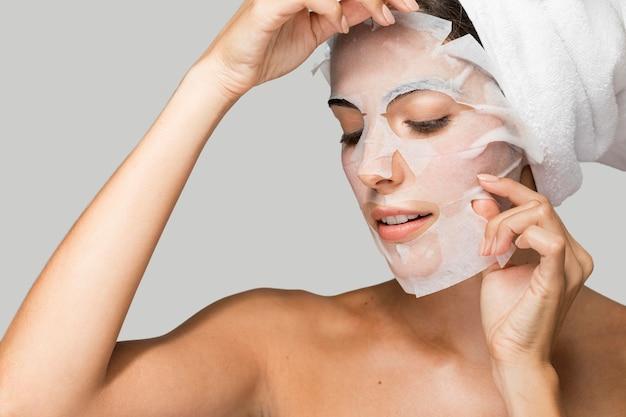 Máscara de belleza facial autocuidado en casa retrato