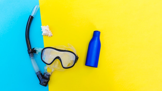 Máscara y botella de snorkel