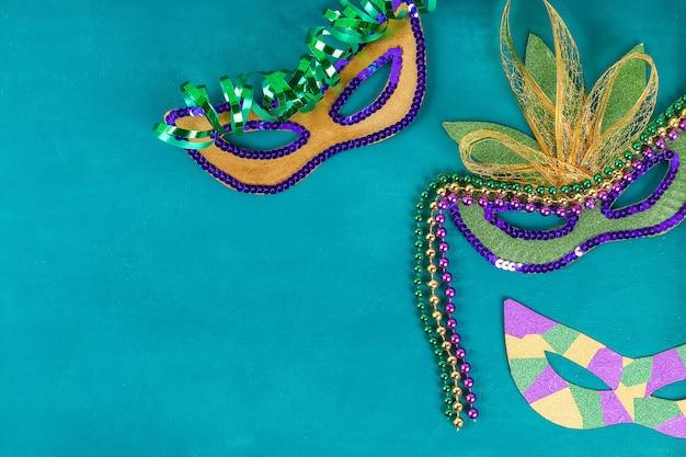 Máscara bricolaje de la mascarada del carnaval de mardi gras, martes.