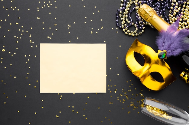 Máscara de carnaval con brillo y champagne