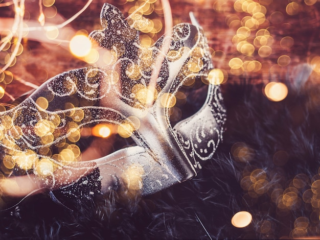 Máscara de carnaval vintage. vista superior, primer plano