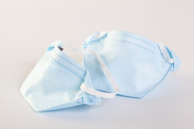 Máscara con correas de goma para los oídos para cubrir la boca y la nariz y proteger los gérmenes.