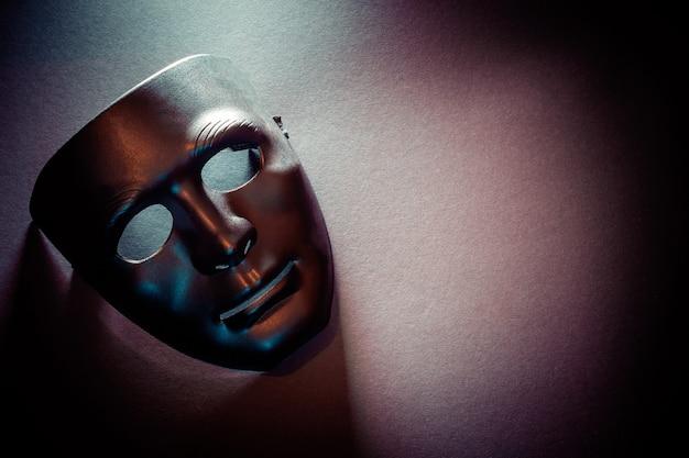 Máscara bajo iluminación