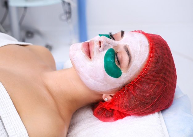 Mascarilla facial cosmética de silicona. mascarilla nutritiva y rejuvenecedora debajo de los ojos. cuidado de la piel facial.