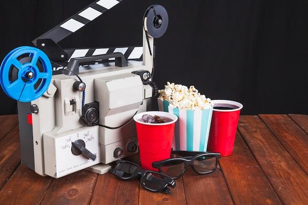 Material de cine y proyector de películas