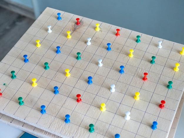 Material de madera montessori para el aprendizaje de las matemáticas de los niños en la escuela.