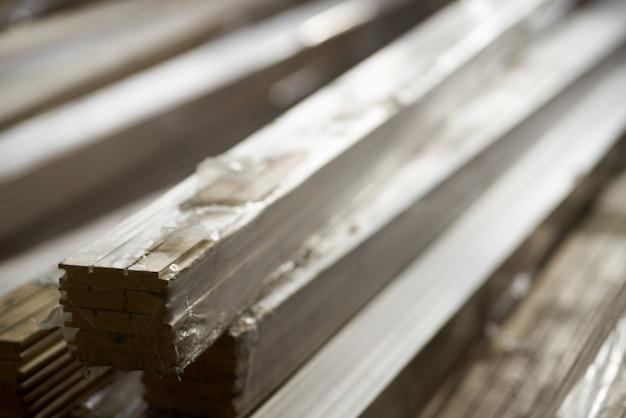 Materiales de construcción, almacén, reparación y construcción de viviendas.