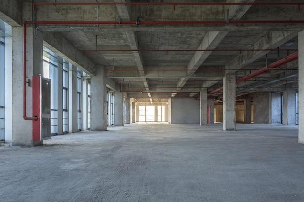 Materiales de construcción comerciales vacíos modernos