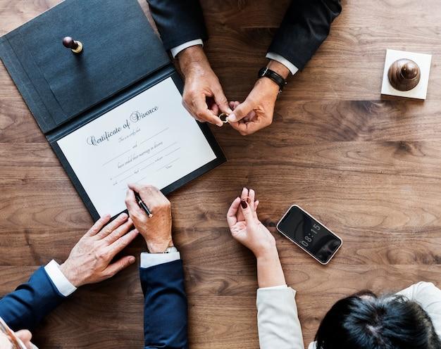 Matrimonio de ruptura con certificación de divorcio