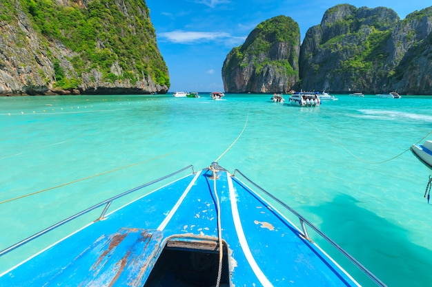 Maya bay una de las playas más hermosas de la provincia de phuket, tailandia.