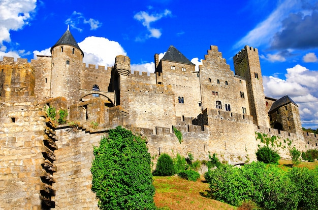 Mayor castillo medieval y ciudad amurallada de europa