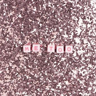 Me too tipografía de texto de perlas en rosa pastel.