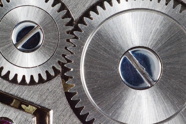 El mecanismo interno del reloj.