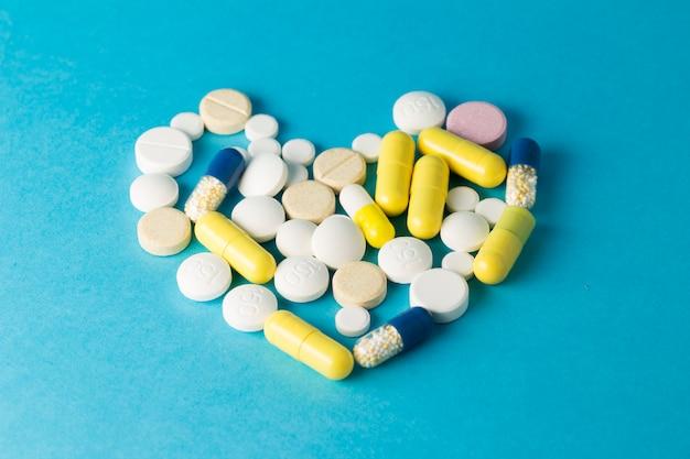 Medicamentos pastillas en forma de corazón