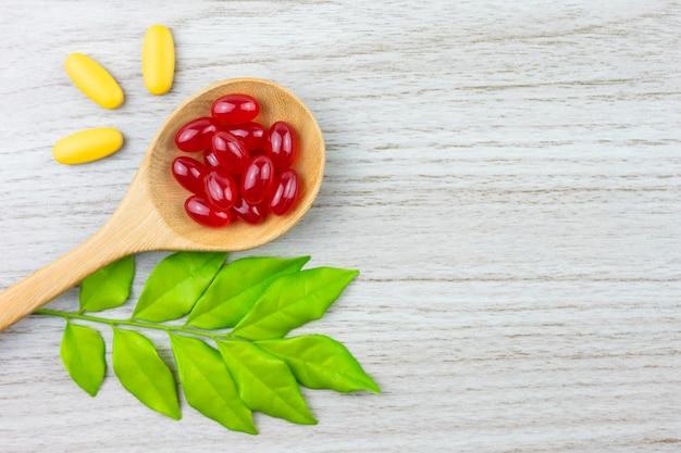 Medicina alternativa, vitaminas y suplementos de hierbas naturales.