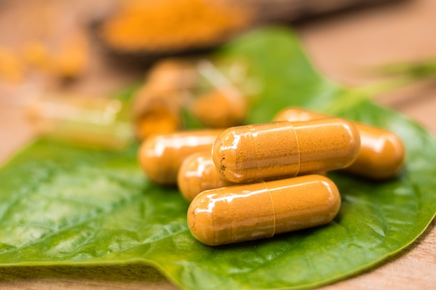 Medicina educación droga hierba extracto natural cúrcuma