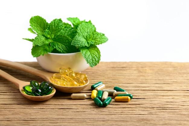 Medicina herbal alternativa, vitaminas y suplementos naturales.