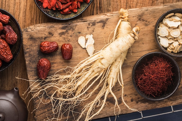 Medicina herbaria coreana: ginseng fresco