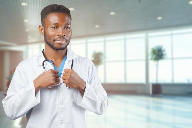Médico afroamericano negro hombre