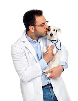 Médico veterinario con jack russell.
