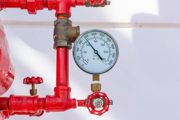 Medidor de presión de psi en tuberías y válvulas de la industria de sistemas de emergencia contra incendios.