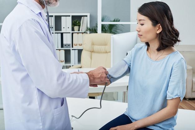 Medir la presión sanguínea