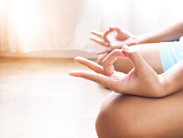 La meditación calma la mente y relaja.