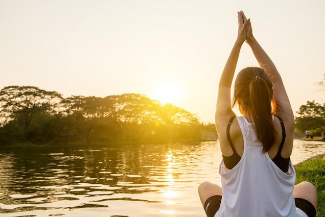 Meditando la paz sol meditación bienestar