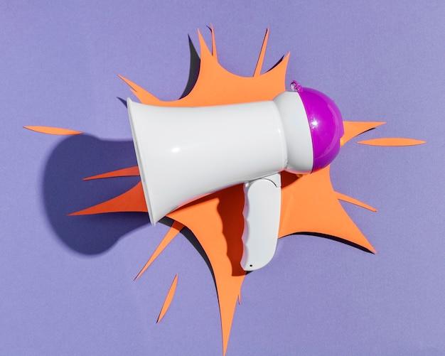 Megáfono con forma de papel