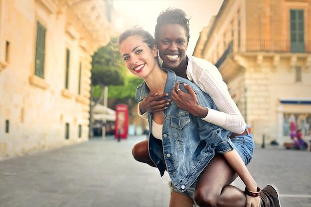 Mejores amigos disfrutando el verano