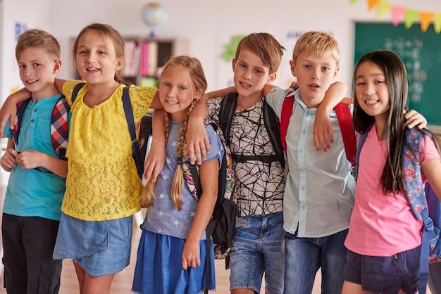 Mejores amigos de la escuela