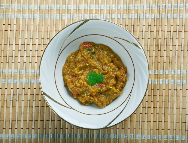 Melitzanosalata - ensaladas y aperitivos griegos tradicionales de berenjena.