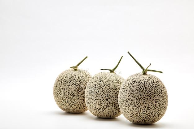Melón de tres melón en blanco