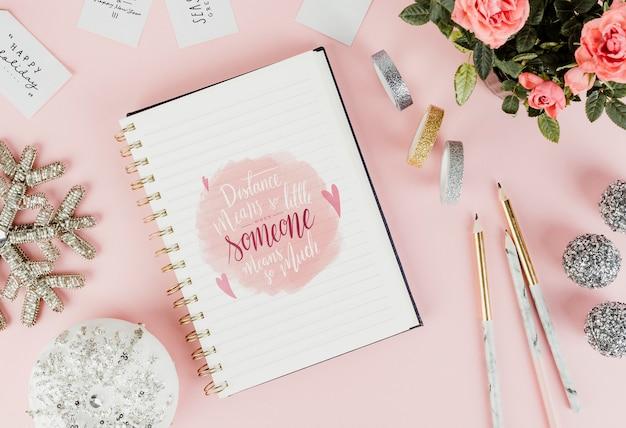 Mensaje del día de san valentín dibujado en un cuaderno