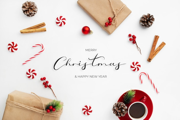 Mensaje de felicitación navideña con adornos navideños decorativos
