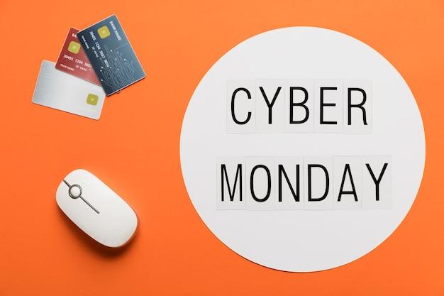 Mensaje de lunes cibernético con concepto de escritorio
