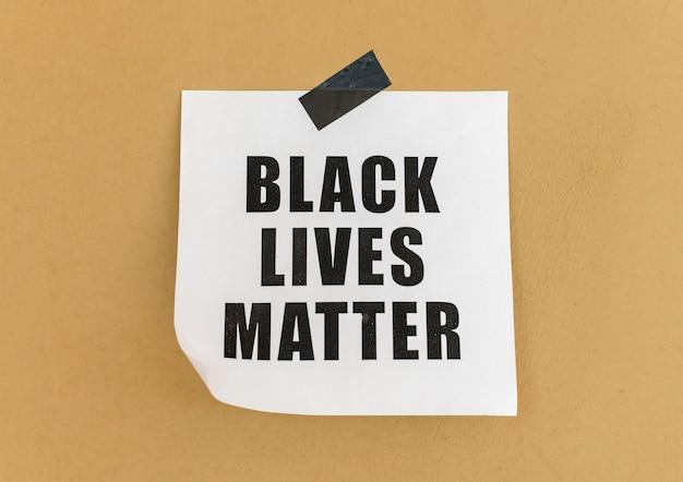 Mensaje de movimiento de materia de vidas negras en la pared