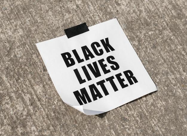 Mensaje de movimiento de materia de vidas negras en la superficie
