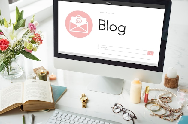Mensaje online blog chat comunicación envolver concepto icono gráfico